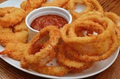 Fried Onion Rings on Bachelor Recipe. Make this homemade crispy onion rings which are easy to make and tasty to eat. Onion Rings Air Fryer, Bachelor Recipe, Tasty, Yummy Food, Fried Onions, Air Fryer Recipes, Appetizers For Party, Quick Meals, Cooker Recipes