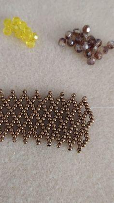 Beaded Bracelets Tutorial, Beaded Bracelet Patterns, Seed Bead Bracelets, Seed Bead Jewelry, Bead Jewellery, Beaded Earrings, Beading Patterns, Diy Friendship Bracelets Patterns, Beads And Wire