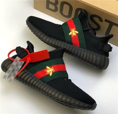 Gucci x Grauweiß x adidas Yeezy Boost 350 - Schuhe Gucci Sneakers Outfit, Gucci Outfits, Gucci Shoes, Sneakers Fashion, Fashion Shoes, Shoes Sneakers, Tenis Gucci, Creative Shoes, Hype Shoes