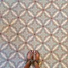 Matchy, matchy tiles and sandals look good here. Floor Patterns, Tile Patterns, Textures Patterns, Pretty Patterns, Decoration Inspiration, Design Inspiration, Stoff Design, House Tiles, Tile Design