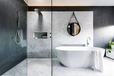 Blanc Carrare Marbre noir et blanc pour une salle de bain chic et zen Pose marbre Paris - Mdlc Select