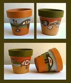 PyUma Macetas pintadas Flower Pot Art, Flower Pot Design, Painted Clay Pots, Painted Flower Pots, Garden Crafts, Garden Projects, Clay Pot Projects, Rock Garden Design, Decorated Flower Pots