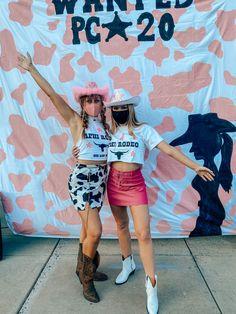 Cowgirl Halloween Costume, Clueless Halloween Costume, Halloween Outfits, Cowgirl Bachelorette Parties, Cowgirl Party, Sorority Bid Day, Sorority Recruitment, Bid Day Themes, Cowgirl Outfits