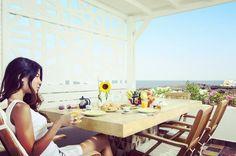 beaux Monaco Places to Know Accéder au site pour information Greek Islands Vacation, Detox, Santorini Hotels, Monaco, Greece, Places, Instagram Posts, Tips, Perfect Breakfast