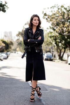 Leather jacket and black midi skirt Jacket Outfit, Black Midi Skirt, Street Style, All Black Outfit, Black Outfits, Layered Tops, Fashion Outfits, Womens Fashion, Net Fashion