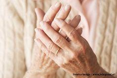 Ciri, Gejala Dan Tanda Penderita Penyakit Rematik Tulang - Gejala utama dari penyakit rematik ialah persendian terasa sakit dan biasanya disertai rasa panas, kemerahan, nyeri, serta bengkak pada daerah sendi yang terkena. Info lebih lengkap dapat Anda baca pada link berikut, klik http://www.ahlinyaobatherbal.com/ciri-gejala-dan-tanda-penderita-penyakit-rematik-tulang/