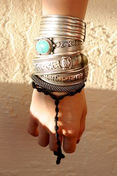 MY STYLE - stacked silver and turquoise bracelets. Jewelry Box, Jewelry Accessories, Fashion Accessories, Fashion Jewelry, Yoga Jewelry, Hippie Jewelry, Tribal Jewelry, Silver Bangles, Silver Jewelry