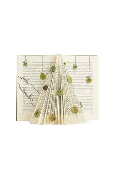 ….eine wunderschöne, nicht nadelnde Winterdekoration  #upcycling #books #oldbooks #bookupcycling #crafty #tinkerixx #gudrungroegler #gudrungrögler #grögler #miriamgirstmair #salzburg #mattighofen #diy #doityourself #weihnachtsbaum #baum #tree #christmastree #diychristmastree #recycling #nowaste #zerowaste #basteln #bastlerin #tinkerixxbuch No Waste, Salzburg, Photo And Video, Diy, Instagram, Christmas Tree, Repurpose, Projects, Crafting