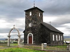 A Igreja de Þingeyra, é considerada uma das igrejas mais bonitas da Islândia. Está localizada em Þingeyrar, Húnaþing, no Norte da Islândia. Foi a primeira igreja construída de pedra no país, entre 1864-1877, pelo congressista Ásgeir Einarsson. As pedras foram obtidas em Nesbjörg e transportadas por trenó sobre o lago Hóp coberto de gelo, uma viagem de 8 km de extensão, no inverno de 1864/1865. Cada pedra nas paredes foi colada com cal.