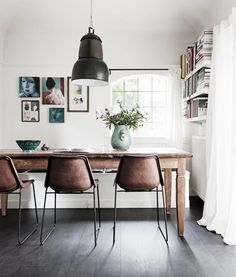 Wondering how to create the perfect dining room? All the dining room inspiration that you need to your interior design project are on this board. Take a look and let you inspiring! See more clicking on the image. Small Space Living, Small Spaces, Living Spaces, Small Dining, Room Inspiration, Interior Inspiration, Design Inspiration, Bohemian Chic Home, Deco Cool