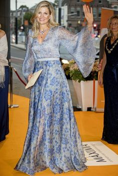 """On September 5, 2017, Queen Maxima of The Netherlands attended a gala dinner held for the benefit """"Princess Maxima Center for Children's Oncology"""" at the Royal Concert Hall in Amsterdam, Netherlands. Queen Maxima wore a organza printed wide sleeves maxi dress by Luisa Beccaria Spring 2017 RTW collection at the gala dinner."""