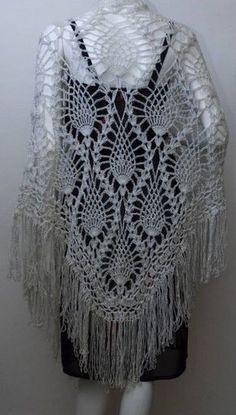 Catwalk Threads showed off this #vintage pineapple #crochet shawl.