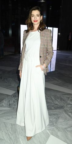 Anne Hathaway paired a white elastic-waist dress with a classic blazer for the opening of Hudson Yards in NYC. Anne Hathaway Style, Gingham Dress, Heidi Klum, Hollywood Celebrities, Fitness Fashion, Spring Fashion, Celebrity Style, Party Dress, Celebs