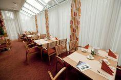Freuen Sie sich - vor Ihrem Arbeitstag in Stuttgart Möhringen/Vaihingen oder nach einem bezaubernden Musical-Abend - auf ein reich bestücktes Frühstücksbuffet in unserem freundlichen und hell gestalteten Wintergarten.    Bei schönem Wetter genießen Sie Ihr Frühstück auf unserer gemütlichen, ruhigen Terrasse.