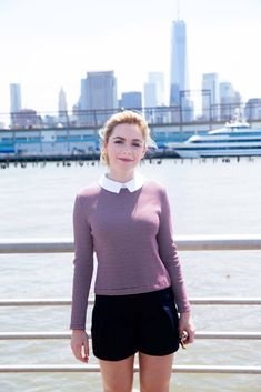it's a little upsetting that a 16 year old is this inspirational to me, but that seems to be my life right now. Betty Draper, Gamine Outfits, Avatar, Librarian Style, Kiernan Shipka, Thing 1, Mad Men, Woman Face, Pretty People