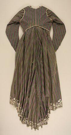 Round gown Date: ca. 1795 Culture: Italian Medium: silk, linen Accession Number: 1979.20a–e, g