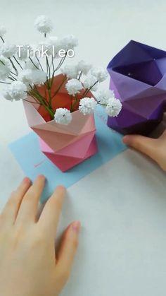 DIY Irregular Paper Flower Bottle – Famous Last Words Origami Ball, Diy Origami, Paper Crafts Origami, Origami Heart, Cool Paper Crafts, Newspaper Crafts, Diy Paper, Diy Crafts, Paper Flower Vase