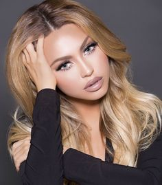 We are pleased to announce that Jade Marie ( will be hosting her Bridal Makeup Workshop at our TEMPTU Studio in New York City! Jade Marie is an international Airbrush makeup artist, based out of … Beauté Blonde, Blonde Hair Looks, Blonde Beauty, Make Up Looks, Stunning Eyes, Beautiful Lips, Beauty Makeup, Hair Makeup, Hair Beauty