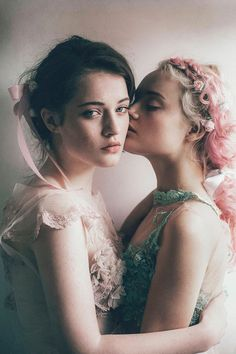Image uploaded by Debruno. Find images and videos about fashion, model and lesbian on We Heart It - the app to get lost in what you love. Lesbian Art, Lesbian Love, Foto Portrait, Portrait Photography, Lesbian Photography, Sister Photography, Poses, Pretty People, Beautiful People