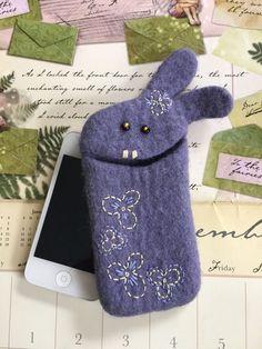 Купить Чехол для телефона чехол для планшета сиреневый заяц в цветах - чехол для телефона, чехол из фетра