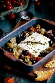 Baked feta cheese with honey-thyme marinade and warm antipa .- Gebackener Feta mit Honig-Thymian-Marinade und warmer Antipasti A super delicious oven dish that is on the table in about 15 minutes. Tapas, Oven Dishes, Queso, Finger Foods, The Best, Dinner Recipes, Clean Eating, Easy Meals, Food And Drink