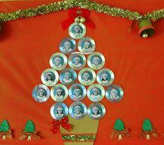 decoração sala de aula Jewelry Christmas Tree, Pink Christmas, Christmas Wreaths, Xmas, Merry Christmas, Amigurumi Patterns, Crochet Patterns, Recycled Cds, Star Garland