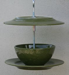 Bird feeder from old plates & bowls.