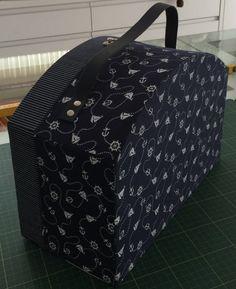 maleta azul marinho fechada Kátia Cumer