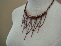 chain loops with beads necklace