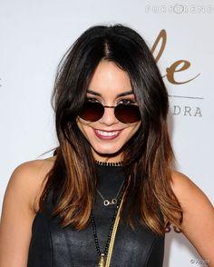 Les cheveux bruns aussi peuvent adopter la tendance tie and dye comme le fait Vanessa Hudgens. Suivez le guide...