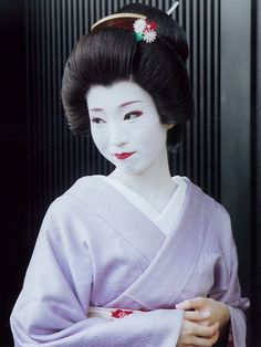 Young geiko Umeha (source).