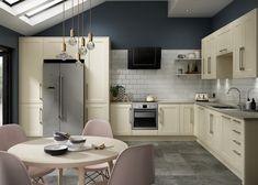 KBBArk - Expert's corner: 3 simple tricks to help you declutter your kitchen Cream Kitchen Units, Cream And Grey Kitchen, Cream Shaker Kitchen, Benchmarx Kitchen, Grey Kitchen Walls, Ivory Kitchen, Kitchen Wall Colors, New Kitchen Cabinets, Kitchen Tiles