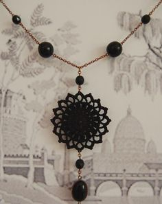Today I finished this Sun Necklace  in black and copper and also some flower earrings.  I'm going to wait until the morning to upload them ...