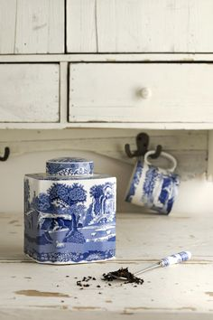 Let's bring back the traditional tea caddy! This makes such a lovely Christmas gift for the home lover, and is such a beautiful blue shade and familiar pattern.
