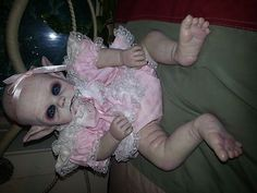 Reborn Horror vampire Doll Haunted Prop Ghost Ouja zombie Day of the Dead Halloween Doll, Halloween Ideas, Halloween Party, Scary Baby Dolls, Creepy Dolls, Reborn Dolls, Reborn Babies, Dark Evil, Creepy Kids