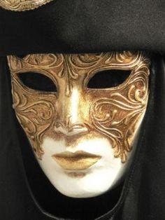 Dark eyed mask