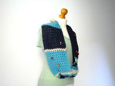 sciarpa ad anello blu beige celeste con perle di Il mondo di Tabitha su DaWanda.com #crochet #loopscarf with #wooden #pearls #handmade by #IlmondodiTabitha in #blue #beige