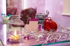 Christmas is right around the corner and your chairs are fully booked, but is your salon in the holiday spirit? Salon decorations for Christmas is