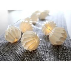 Lyskæde med plisseskærme - Hvid