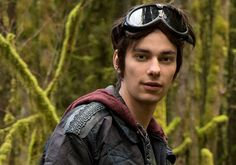 The 100's Devon Bostick Previews 'Heartbreaking' Twists, New Dangers -- Plus: Who's Dying Next?