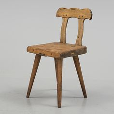 CHAIR, Sweden, Folk art -- A 19TH CENTURY FOLK ART CHAIR Sit height ca 38 cm.