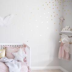 Golden polka dots wall decals by nicolasito.es Nursery deco. Deco kids.