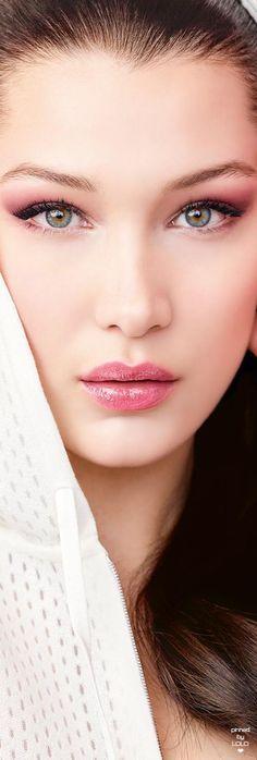 Bella Hadid Dior Addict Lip Glow
