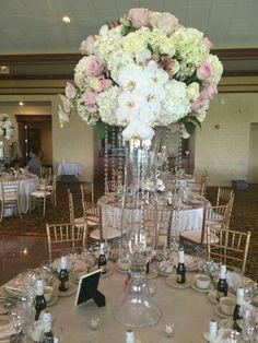 Monarch florist gifts & Events Schererville, IN Beautiful wedding centerpiece WWW.MONARCHGIVING.NET