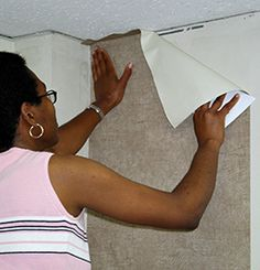 How to Hang Pre-Pasted Wallpaper Hanging Wallpaper, How To Hang Wallpaper, Diy Wallpaper, Watch Diy, Prepasted Wallpaper, Diy Videos, Best Games, Powder Room, Home Projects
