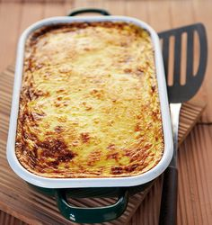 Behold the most famous dish that combines beautiful eggplants, fragrant meat and creamy béchamel. Such a divine combination of ingredients, do try it this Sunday! Moussaka, Real Kitchen, Greek Dishes, Greek Recipes, Yummy Recipes, Healthy Recipes, Mediterranean Recipes, The Dish, Kitchens