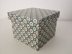 Caja en decoupage con papel de regalo (tutorial paso a paso)