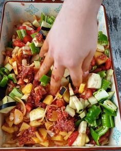 Hawaiian Pizza, Sprouts, Cake Recipes, Pasta, Good Food, Food And Drink, Chicken, Sultan, Vegetables