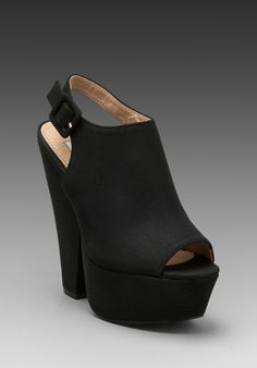 Need Need Need - STEVE MADDEN Gabby Clog in Black