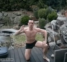 1350490360_guy_jumps_cannon_ball_into_frozen_pond.gif 330×307 pixels Some Funny Jokes, Funny Memes, Hilarious, Funny Gifs, Funny Stuff, Darwin Awards, Frozen Pond, Les Gifs, Funny As Hell
